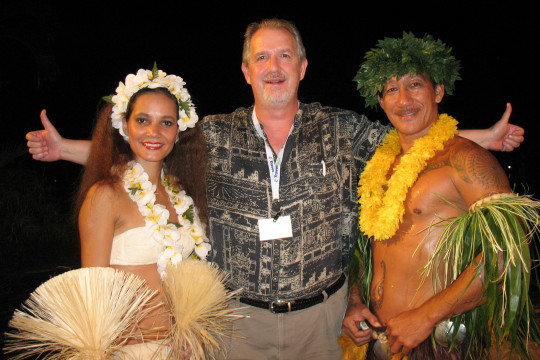 tahiti-le-meridien-resort-scott-jones-w-polnesian-performers