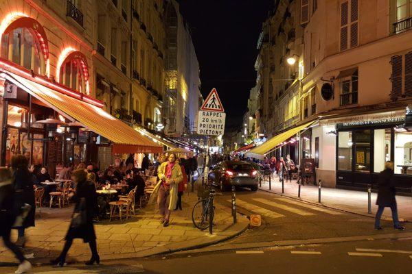 Nighttime shopping in Paris 6th